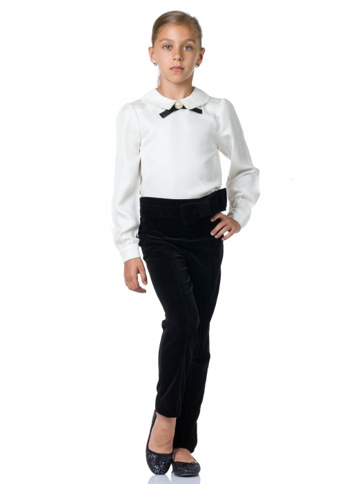 Blouse with a black bow and white brooch