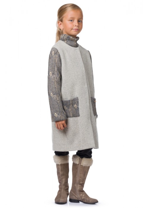 Coat with a knitted sleeve gray